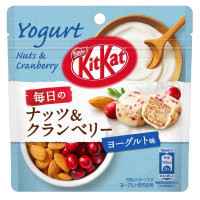 KIT KAT BALL EVERYDAY NUTS & CRANBERRY YOGHURT POUCH